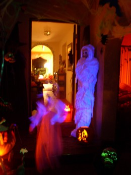 Our mummy is visited by a little girl ghost