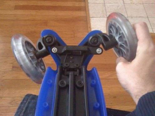 The wheels on this scooter has a good turn radius