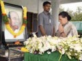 Mrs.Sonia Gandhi paying her respects to late,Dr.Y S R.