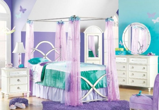 This is the Hannah Montana Furniture Canopy Suite - I think this is so pretty.