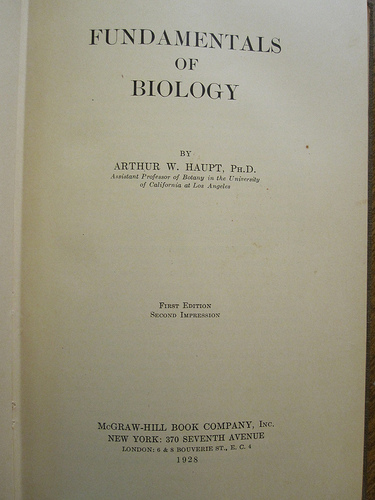 The Old Way: Fundamentals of Biology, Photo by Oliver Mayor