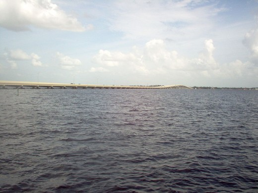 The Midpoint Memorial Bridge on the Caloosahatchee River, seen from Cape Coral, Florida.