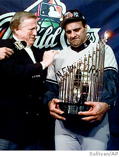 MANAGER JOE TORRE AND OWNER GEORGE STEINBRENNER RECEIVE TROPHY FOR 1998 CHAMPIONS: THE NEW YORK YANKEES