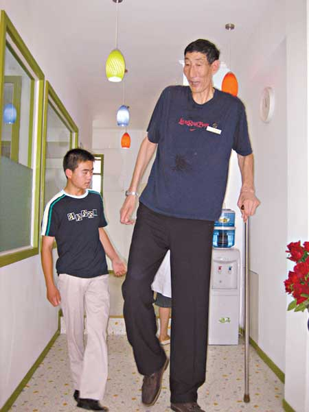 World's Tallest Man Ever - World's Longest Man – Bao Xishun - He measures 7 feet 8 inches (2.36 metres) tall