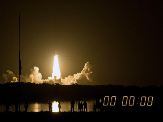 SPACE SHUTTLE DISCOVERY LIFTOFF