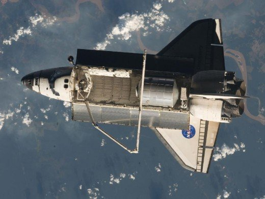 SPACE SHUTTLE PHOTOGRAPHED FROM INTERNATIONAL SPACE STATION