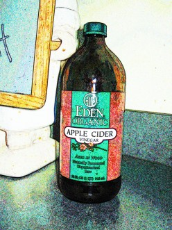 """Apple cider vinegar with the """"mother"""""""
