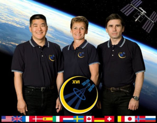 Expedition 16 Commander Peggy Whitson (center), and Flight Engineers Yuri Malenchenko (right) and Dan Tani. Photo credit: NASA public domain.