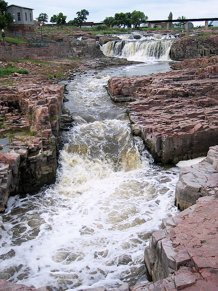 Waterfall at Falls Park, Sioux Falls, South Dakota (public domain)
