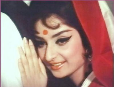 Saira Banu- classical beauty of those days. Later she married Dilip Kumar- another great actor, and livibng in Mumbai