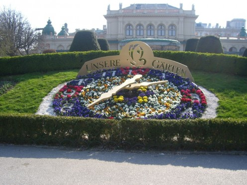 Stadtpark with Kursalon in the background