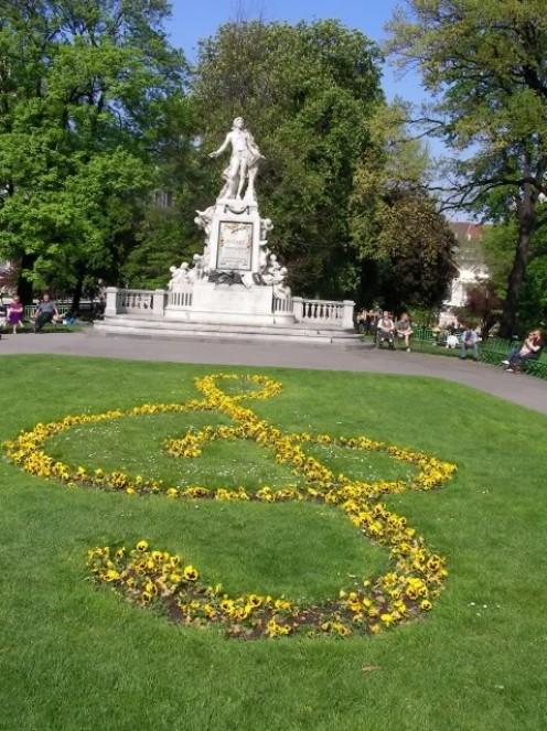 Mozart statue the Burggarten