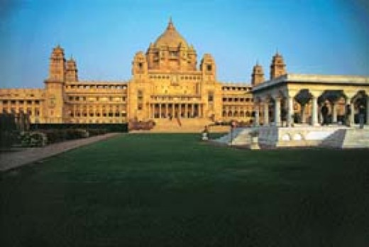 umaid Bahan palace at Jodhpur, Rajasthan.This was complered in 1946.Now, a part of this is converted into hotel. Another part is converted into a good museum. The front elevation of this palace resembles Rashtrapathi bahavanin New Delhi   There is
