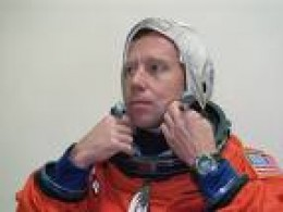 Steven Lindsey in astronaut space suit training.