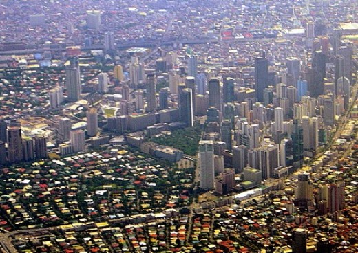 Aerial view of Ugarte Field, Makati, the green square near the center.  Photo from http://tonetcarlo.wordpress.com