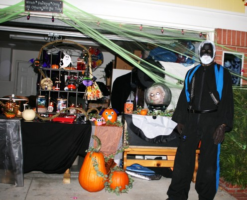 Making a Halloween Display for the Trick or Treaters must capture the interests of all ages, toddlers to teens.  Some children are afraid of scary costumes so the live displays must know to back away, we want the night to be fun for EVERYONE!  See th