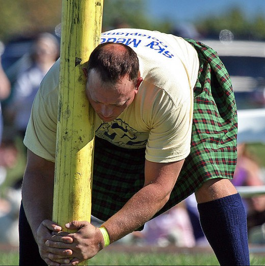 A man and his caber, photographed by Steve, Washington dc, courtesy of Wiki Commons