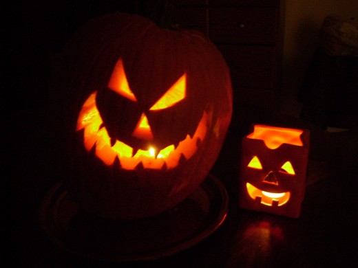 Two scary looking jackolanterns