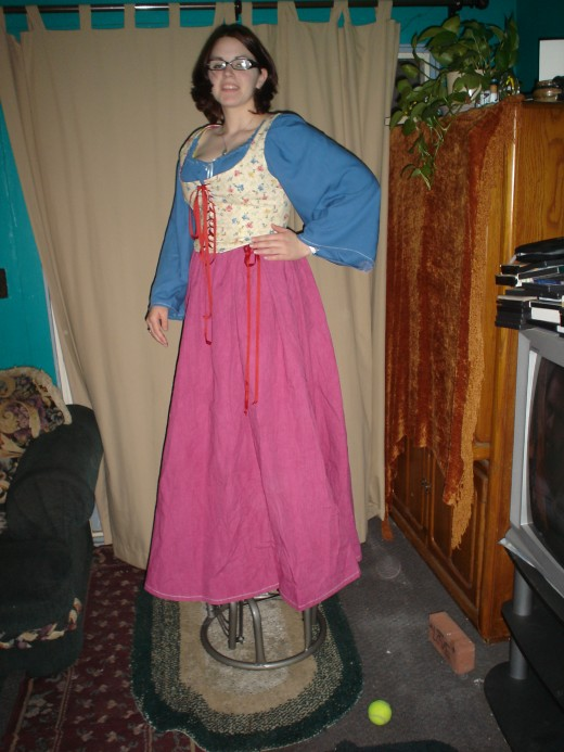 Same skirt pattern as above, but done with a Renaissance style blouse and bodice. Skirt Fabric is home dyed heavy unbleached muslin.