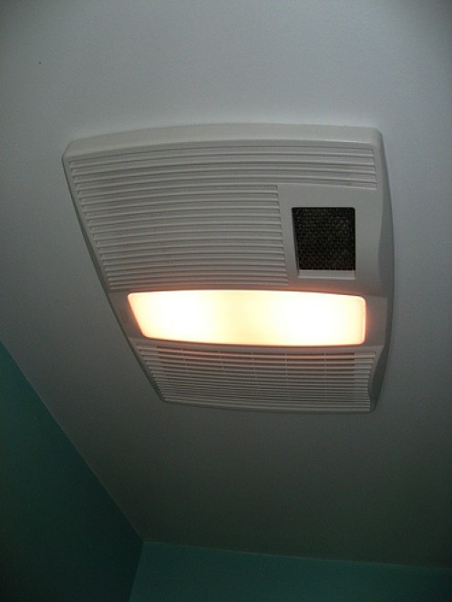 Ceiling Exhaust Fan, Licensed By CC 2.0 [Image Sourc: http://www.flickr.com/photos/22748341@N00/425297147/]