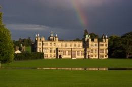 http://upload.wikimedia.org/wikipedia/commons/d/d0/AudleyEndHouse.JPG