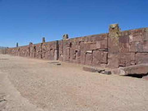 Walls around Kalasasaya temple