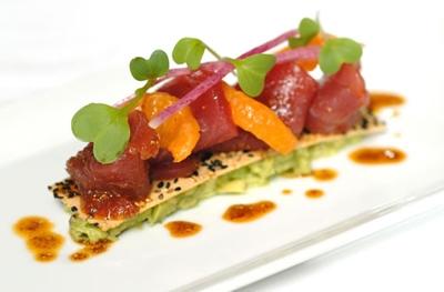 Le Cirque Tuna - Merong lobster meat, pipino, avocado, kamatis, okra saka dahon ng sibuyas. P2,842 isang plato nyan