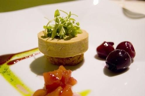 Le Cirque Torchon of Foie Gras - Ang foie gras ay atay ng bibe or gansa. Ang pagbigkas nito ay [fwah-grah] . Ang torchon naman ay isang paraan ng pagluto ng foei gras na kung saan ibinabalot ito sa isang tuwalya at niluluto sa mainit na likido tulad