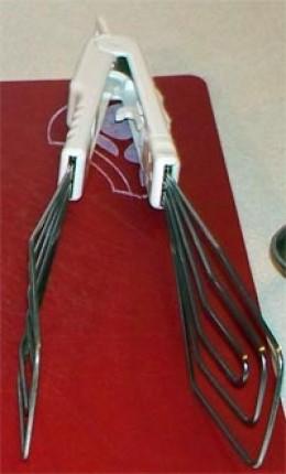 Flip or rotating spatula/tong