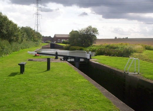 A typical narrow lock, with a single upper gate and ground paddles