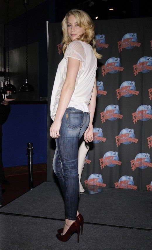Amber Heard in tight jeans and high heel pumps