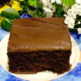 Here is a very easy to make chocolate cake that you can make quick and easy.