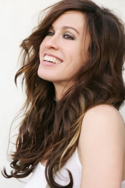Alanis Morissette is a naturalized American who maintains her Canadian citizenship.