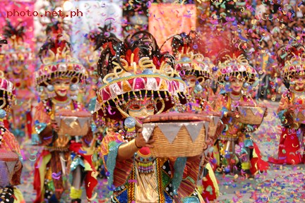 Lanzones Festival (http://www.photo.net.ph/albums/userpics/10001/masskara-photos.jpg)