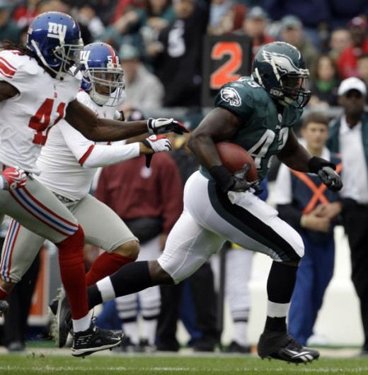 Philadelphia Eagles' Leonard Weaver (43) breaks free of New York Giants defenders New York Giants' C.C. Brown (41) and Antonio Pierce (58) to run for a touchdown during the first quarter an NFL football game Sunday, Nov. 1, 2009, in Philadelphia. (AP