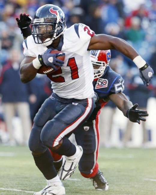 Houston Texans' Ryan Moats runs for a touchdown during the second half of the NFL football against the Buffalo Bills in Orchard Park, N.Y., Sunday, Nov. 1, 2009. (AP Photo/Dean Duprey)