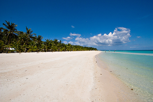 the Bantayan paradise with its long stretch of sugary white sand (source: http://www.flickr.com/photos/ianong/531142691/)