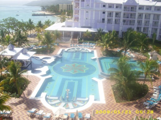 The Infinity pool at the RIU