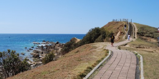 Walking track at Byron Bay lighthouse