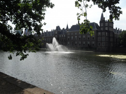 The Hofvijver outside parliament buildings