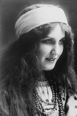"Marguerite Carr (1880-1947) in Nikolai Rimsky-Korsakov's ""The Snow Maiden"""
