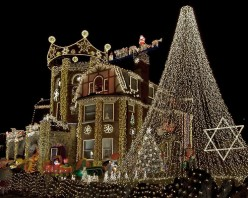 How to Deck Your House with Christmas Lights