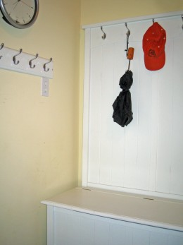 boot box with more coat hooks