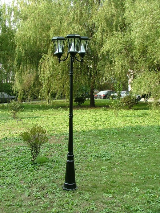 A 3 headed Lamp Post by Gama Sonic