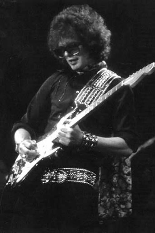 Al Kooper plays the Strat Jimi Hendrix gave him.