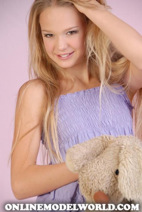 OMW Junior Model Florance