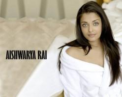 Aishwarya Look Sexy on Bed