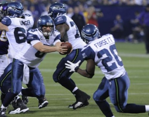 Seattle Seahawks quarterback Matt Hasselbeck, left, hands off to Seattle Seahawks running back Justin Forsett against the Minnesota Vikings in an NFL football game Sunday, Nov. 22, 2009 in Minneapolis. (AP Photo/Jim Mone)