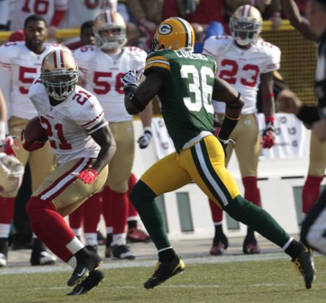 San Francisco 49ers' Frank Gore runs past Green Bay Packers' Nick Collins during the first half of an NFL football game Sunday, Nov. 22, 2009, in Green Bay, Wis. (AP Photo/Mike Roemer)