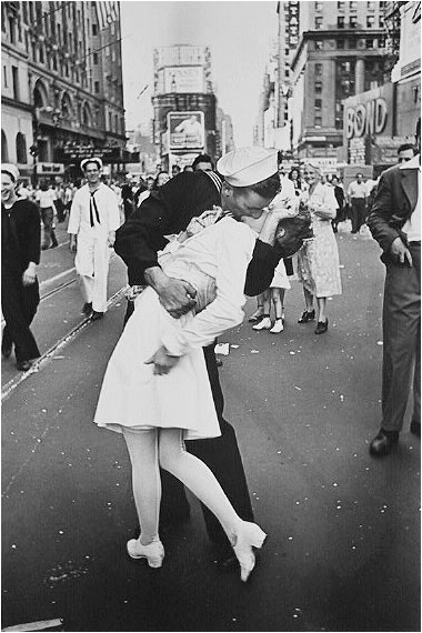 Kiss in Times Square - VJ Day
